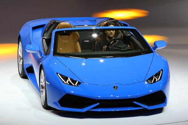 Lamborghini представи спортен автомобил без покрив