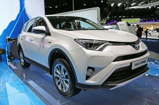 Toyota RAV4 Hybrid 2015: Вече има и електромотор