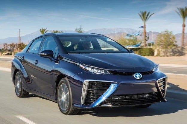 Toyota Mirai: най-впечатлява иновация на десетилетието