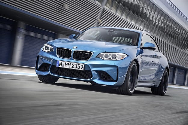 Баварската компания BMW показа спортното купе M2