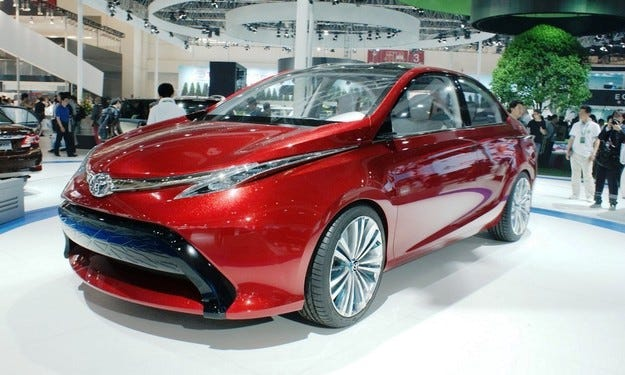 Новият Avensis: Стандартно със система Toyota Savety Sense