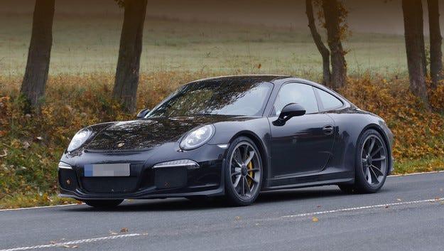 Снимки потвърждават, че подготвят купето Porsche 911 R