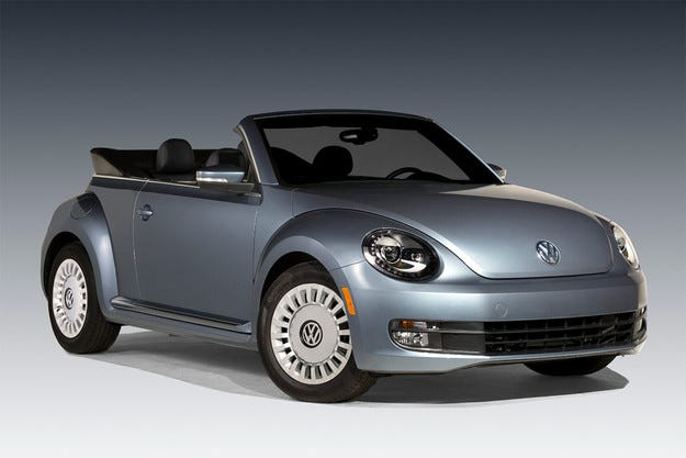 Volkswagen представи серийния кабриолет Beetle