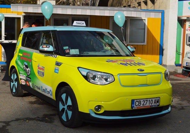 Електрическото такси на Yellow тръгна из София