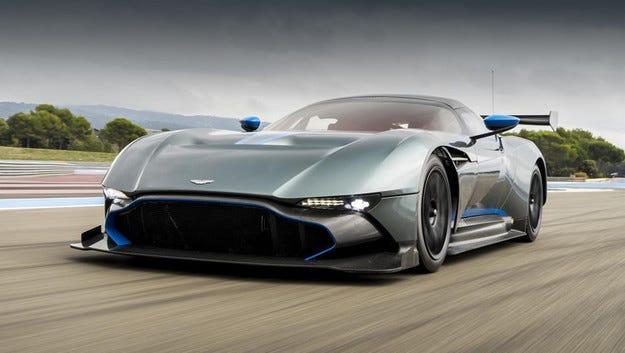 Купето Aston Martin Vulcan отиде при първия си клиент