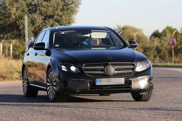 Mercedes-Benz E-класа (2016): Така изглежда отвътре
