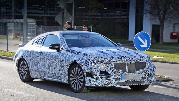 Папараци издебнаха  новото купе Mercedes E-класа