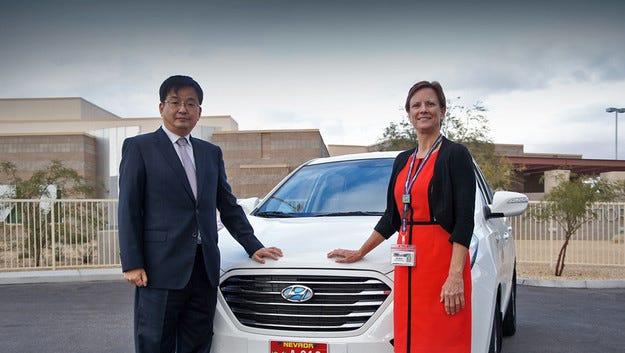 Водородният Hyundai Tucson тръгва по улиците с автопилот