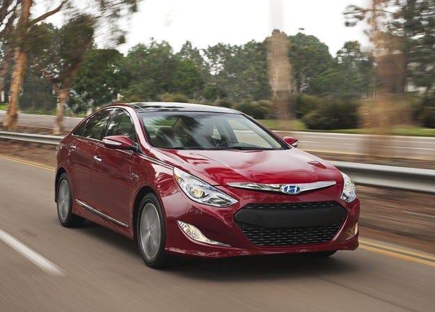 "Sonata Hybrid получи приза ""Най-добър нов автомобил"""