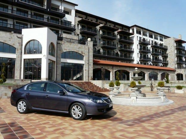 """Renault Latitude посрещна гостите при откриването на голф клуб """"Правец"""""""