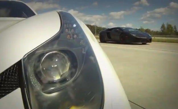 Видео: Underground Racing Ferrari 458 Italia срещу Lambroghini Aventador LP700-4