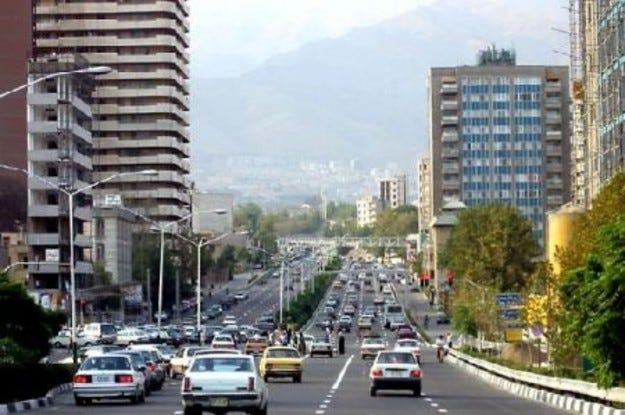 Иран забранява автомобилите с класически бензинови двигатели