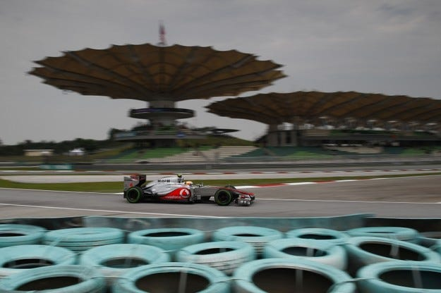 Гран при на Малайзия: Хамилтън ще стартира от полпозишън