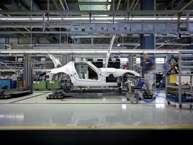 Mercedes SLC: Да се пази Porsche 911
