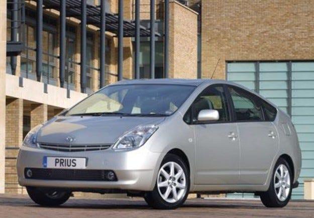 Toyota започва тестове на нов хибриден автомобил