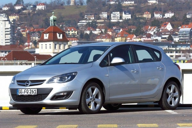 Opel подпомага пострадалите от наводнението
