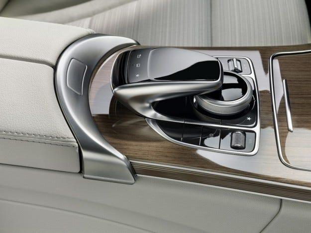 Новата С-класа на Mercedes с иновативна система за управление от Continental