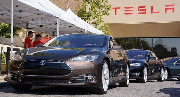 Tesla Model S със специална защита против запалване