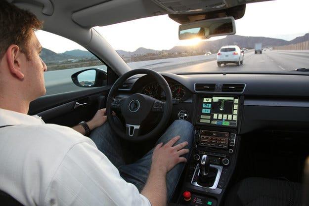 Серийни автомобили с автопилот ще се появят през 2018 г.
