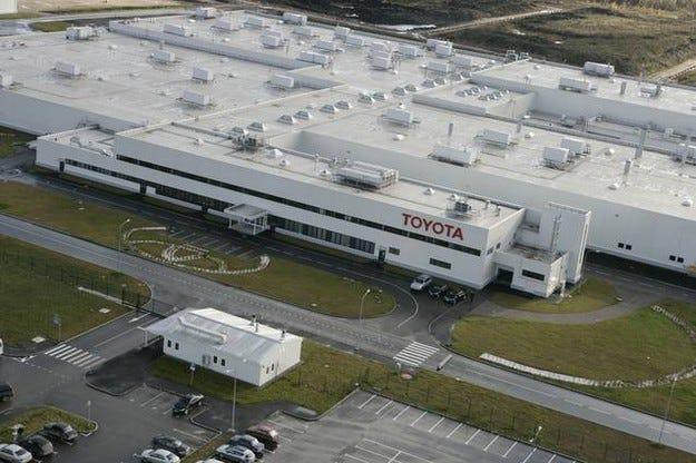 Toyota стартира производство на водородни седани