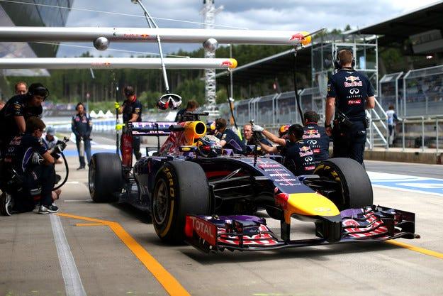 Red Bull критикува остро Renault