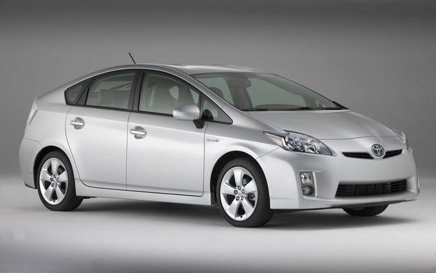 Toyota отлага пускането на обновения Prius с шест месеца