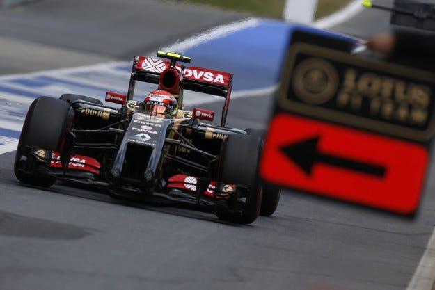 Lotus преговаря с Mercedes за догодина