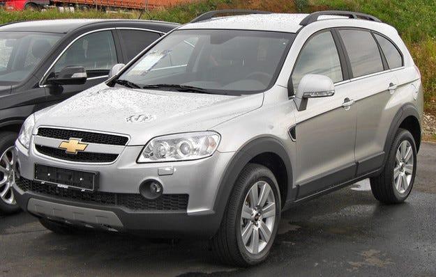 Продажбите на нови автомобили в Украйна рухнаха с 45%