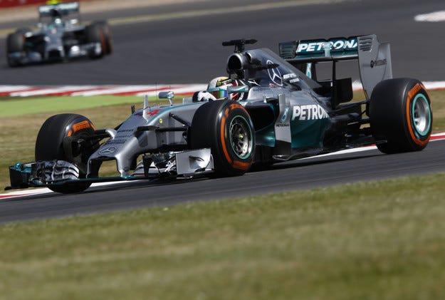 Гран при на Великобритания: Хамилтън отмъкна 25 точки от Розберг