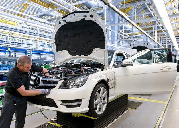 Започва сглобяване на автомобили Мercedes в Москва