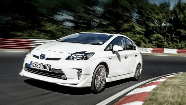 Хибридът Toyota Prius постави рекорд на Нюрбургринг