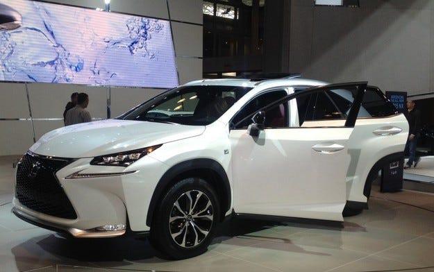 Lexus разработва компактен кросоувър