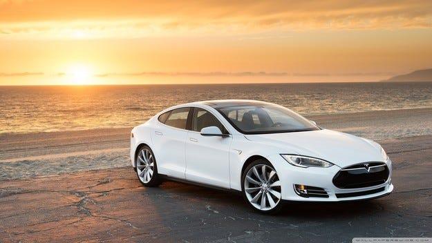 Китайски специалисти хакнаха Tesla Model S