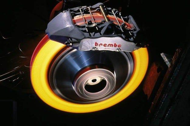 Mercedes не се отказва от Brembo