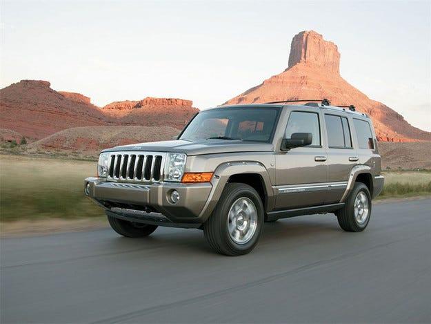 Chrysler отзовава около 800 хил. високопрохидими автомобила