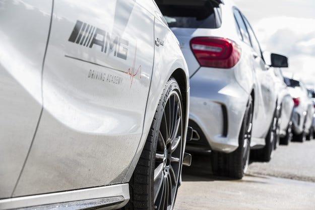 Dunlop става официален партньор на AMG Driving Academy