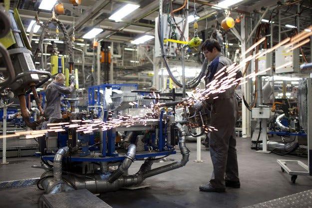 Volkswagen спира временно работата на завода в Русия