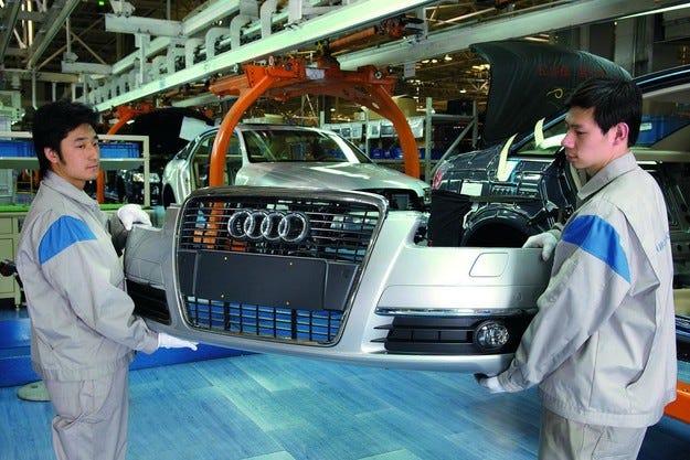 Властите в Китай глобиха Audi и Chrysler