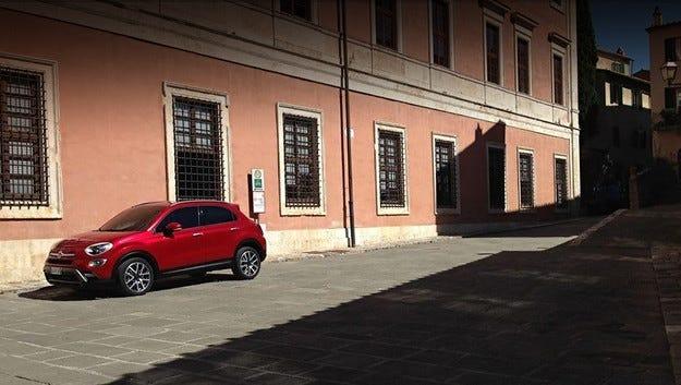 Издебнаха кросоувъра Fiat 500X без камуфлаж