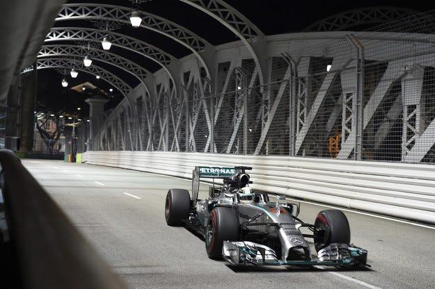 Гран при на Сингапур: Хамилтън е новият лидер във Формула 1
