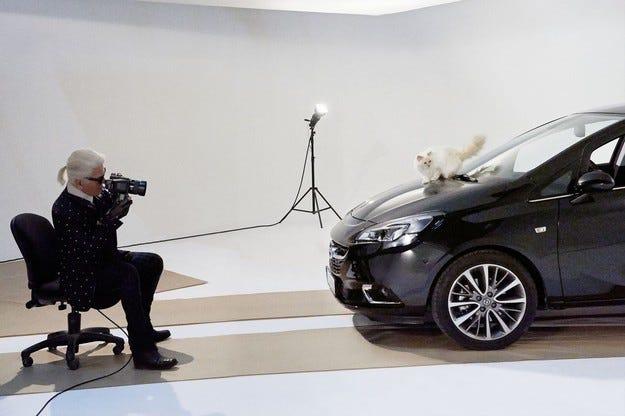 Opel Corsa и Шупет позират за Карл Лагерфелд