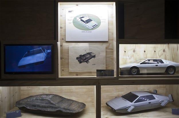Обявиха на търг автомобила-амфибия на Джеймс Бонд
