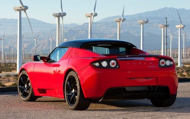 Tesla увеличи автономния пробег на модела Roadster