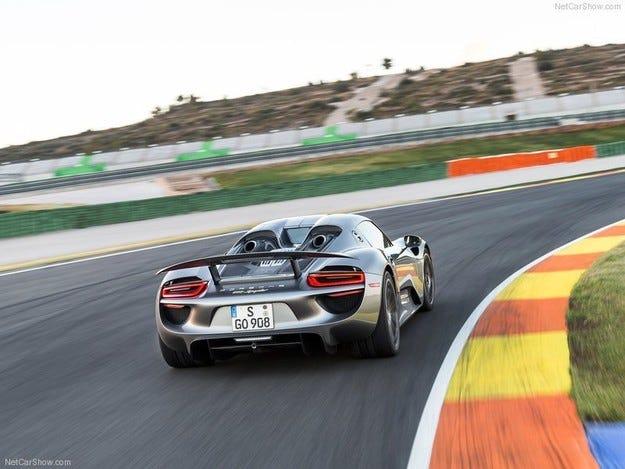 AMG разработва нов модел, конкурент на Porsche 918 Spyder