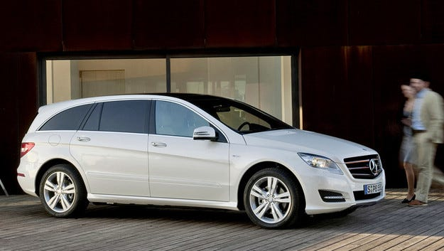 Mercedes мести производството на R-класата в друг завод