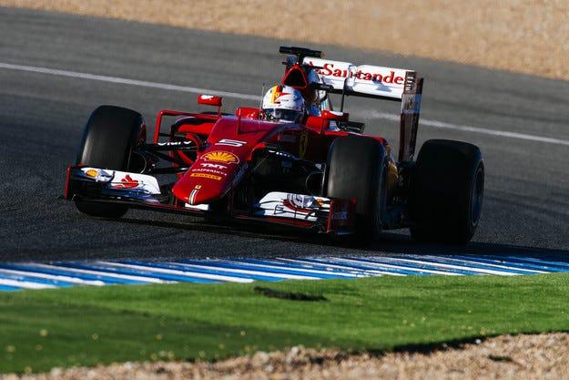 Фетел и Ferrari са начело след първия тест