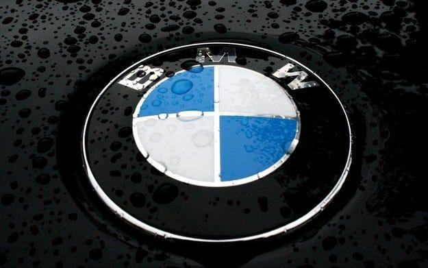 BMW разработва очила за безпроблемно паркиране
