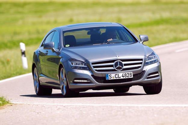 Автомобили Mercedes E- и CLS-класата могат да се запалят