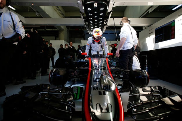 McLaren MP4-30 отново спря заради повреда