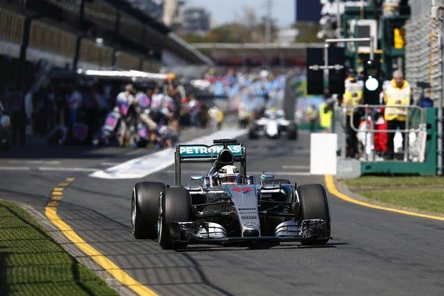 Гран при на Австралия: Хамилтън започна сезона с полопозишън